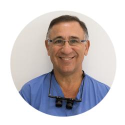 Dr. Alex Ginzburg דרמטולוג ומתמחה בהשתלות שיער