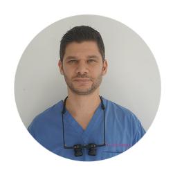 """ד""""ר עופר מור דרמטולוג ומתמחה בהשתלות שיער"""